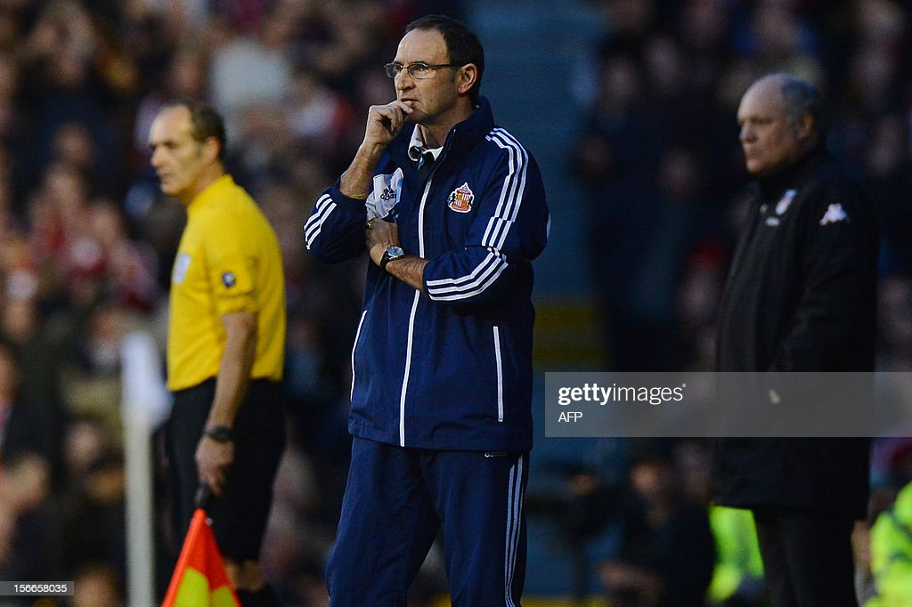 "Sunderland's Northern Irish manager Martin O'Neill (C) gestures as Fulham's Dutch manager Martin Jol (R) looks on during the English Premier League football match between Fulham and Sunderland at Craven Cottage in London on November 18, 2012. USE. No use with unauthorized audio, video, data, fixture lists, club/league logos or ""live"" services. Online in-match use limited to 45 images, no video emulation. No use in betting, games or single club/league/player publications."