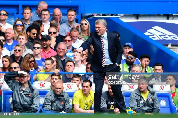 Sunderland's Scottish manager David Moyes gestures from the touchline during the English Premier League football match between Chelsea and Sunderland...