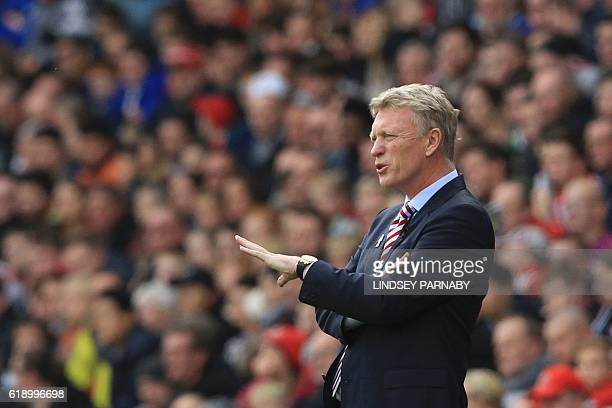Sunderland's Scottish manager David Moyes reacts on the touchline during the English Premier League football match between Sunderland and Arsenal at...