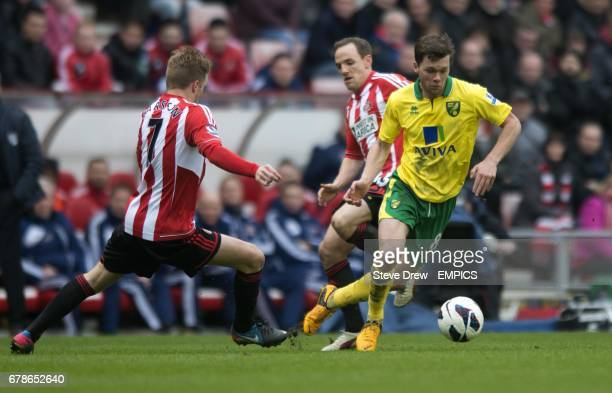 Sunderland's Sebastian Larsson and Norwich City's Jonny Howson battle for the ball