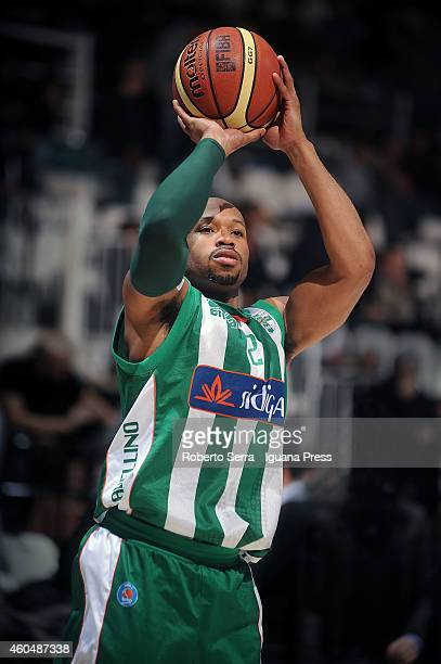 Sundiata Gaines of Sidigas in action during the LegaBasket serie A1 match between Virtus Granarolo Bologna and Sidigas Avellino at Unipol Arena on...