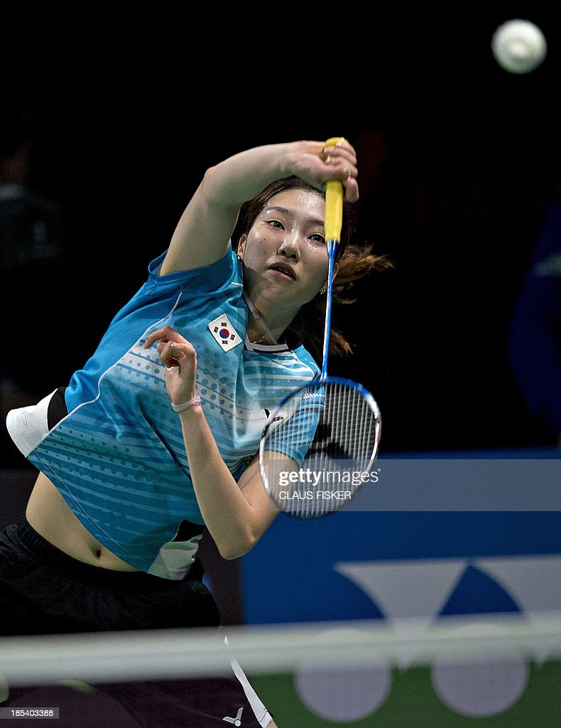 Sung Ji Hyun from Korea vies with Wang Yihan from China during