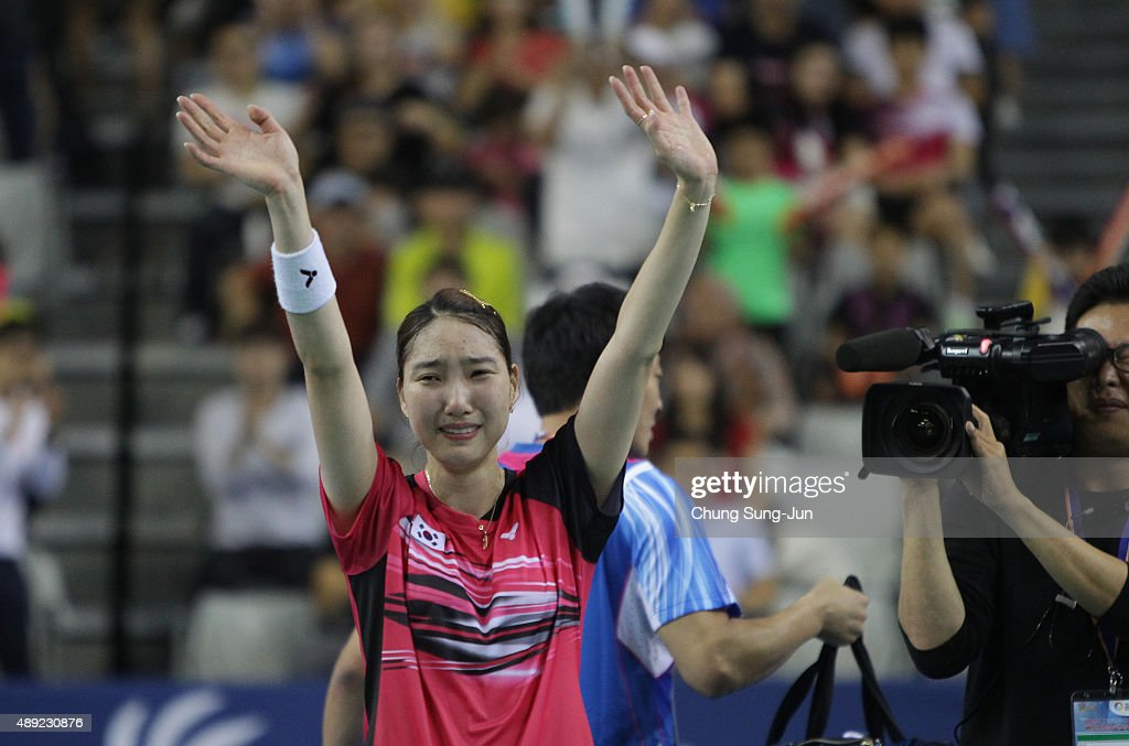 <a gi-track='captionPersonalityLinkClicked' href=/galleries/search?phrase=Sung+Ji-Hyun&family=editorial&specificpeople=6932412 ng-click='$event.stopPropagation()'>Sung Ji-Hyun</a> of South Korea celebrates after defeating Wang Yihan of China in the Women's Singles final match of the 2015 Viktor Korea Badminton Open on September 20, 2015 in Seoul, South Korea.