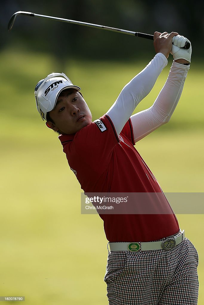 Sung-Joon Park of Korea plays his third shot on the 18th hole during day three of the Panasonic Japan Open at Ibaraki Golf Club on September 28, 2013 in Ibaraki, Japan.