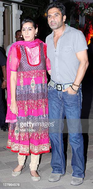 Sunil Shetty with wife Mana Shetty at Sanjay Dutt's Mata Ki Chowki in Bandra on Monday 3rd October 2011