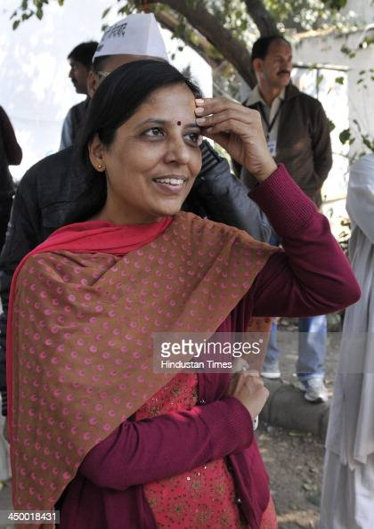 Sunita Kejriwal wife of Aam Admi Party leader Arvind Kejriwal outside DC office Jamnagar House where he filed his nomination papers for New Delhi...