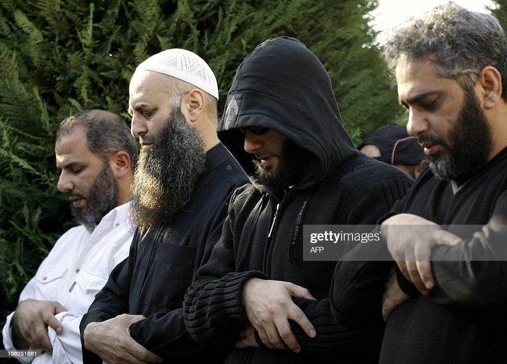 Sunni Salafi Sheikh Ahmed al-Assir (2 L) and Singer Fadel Shaker (R) pray during a funeral in the southern Lebanese port city of Sidon, on November 12, 2012. Three people were killed in Sidon in a gunbattle between supporters of the Shiite group Hezbollah and a hardline Sunni cleric, a security official said. AFP PHOTO / MAHMOUD ZAYYAT