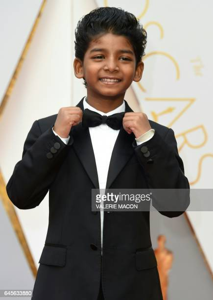 Sunny Pawar arrives on the red carpet for the 89th Oscars on February 26 2017 in Hollywood California / AFP / VALERIE MACON