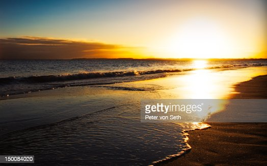 Sunrise above surf at sea : Stock-Foto