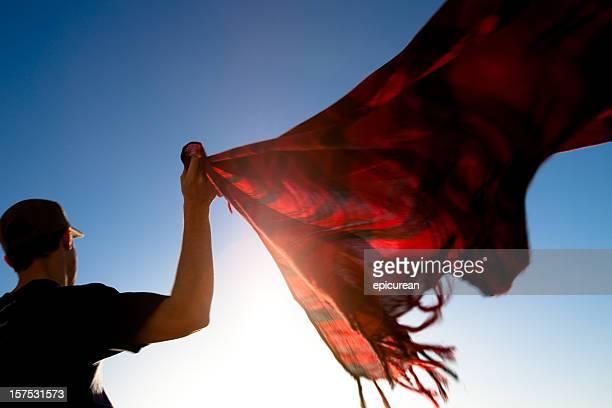 Lever du soleil et une écharpe sur un toit à Arcos, Espagne