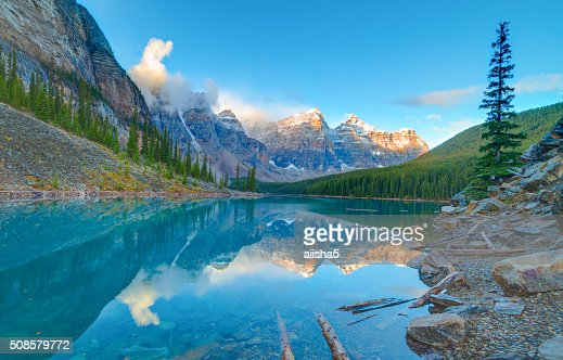 Sonnenaufgang am See Moraine lake : Stock-Foto