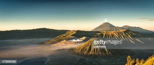 Nascer do sol no Vulcão Bromo Montanha na Indonésia