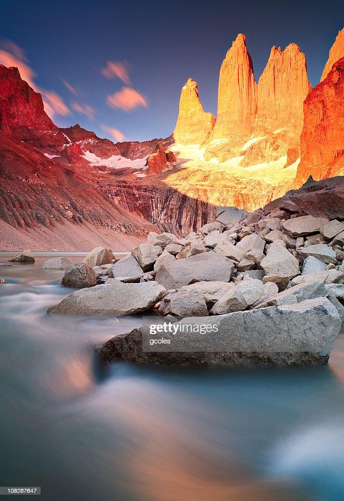Sonnenaufgang am Torres Del Paine-Gebirge : Stock-Foto