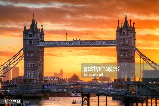 Sunrise at Tower Bridge
