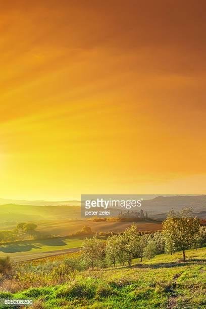トスカーナ、イタリアでの日の出