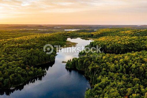 湖の日の出 : ストックフォト