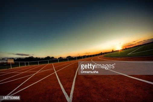 Sunrise on athletics track : Bildbanksbilder