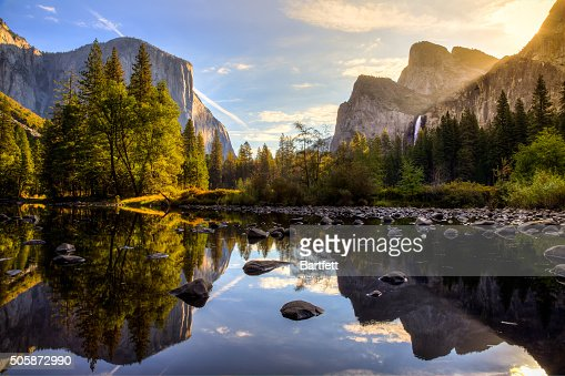 Nascer do sol no vale de Yosemite : Foto de stock