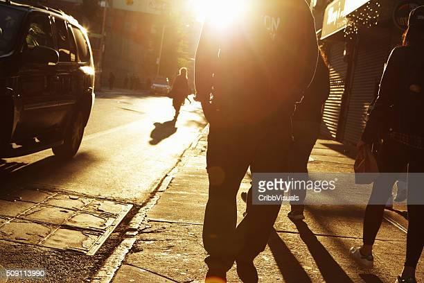 Sonnenaufgang Fußgänger auf der Niedrigere Osten Seite von NYC