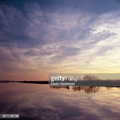 Sunset across Sacramento River : ストックフォト