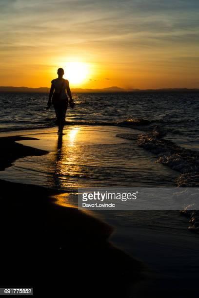 Sonnenuntergang und Senior bei Jesus und Maria auf der Insel Ometepe im Nicaragua-See in Nicaragua