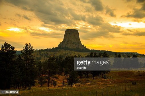 Sunset at Devil's Tower, Wyoming : Foto de stock