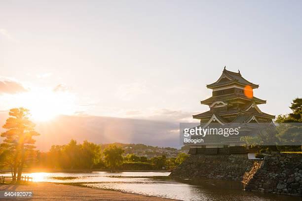 夕暮れの長野県松本城公園の日本