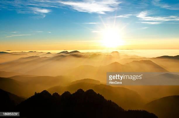 Sonnenuntergang hinter mountains