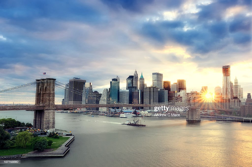 Sunset, Brooklyn Bridge and Lower Manhattan : Stock Photo