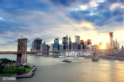 Sunset, Brooklyn Bridge and Lower Manhattan : Foto de stock