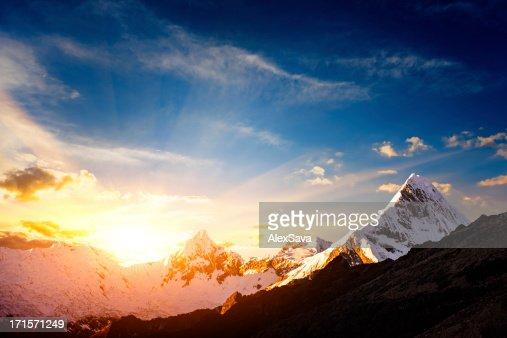 日没は、白い山脈群山の範囲