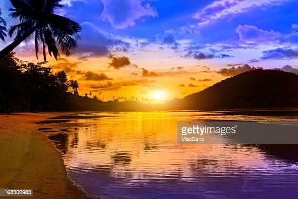 Coucher de soleil dans un paradis tropical
