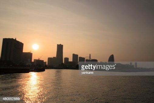 Pôr do sol de Yokohama, Japão : Foto de stock