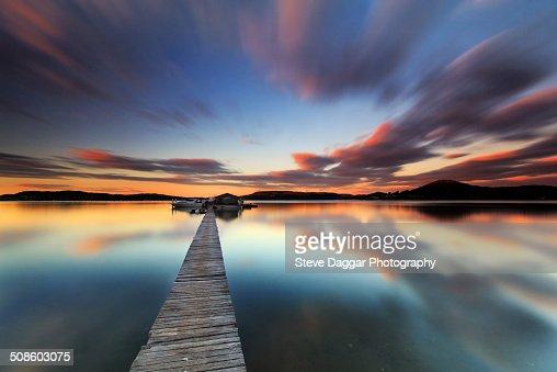 Sunset jetty reflections : Foto de stock
