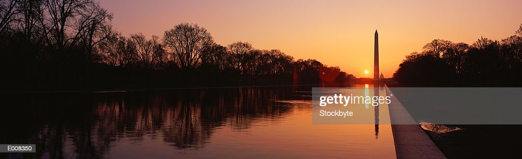 Sunset on the Washington Monument & reflecting pool : Stock Photo