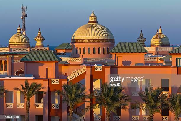 Sonnenuntergang über dem Arabischer resort