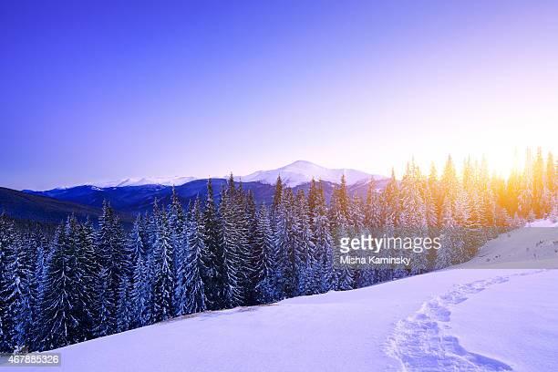 Coucher de soleil sur la chaîne de montagnes