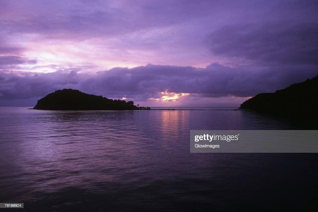 Sunset over the sea, Makogai Island, Fiji : Foto de stock