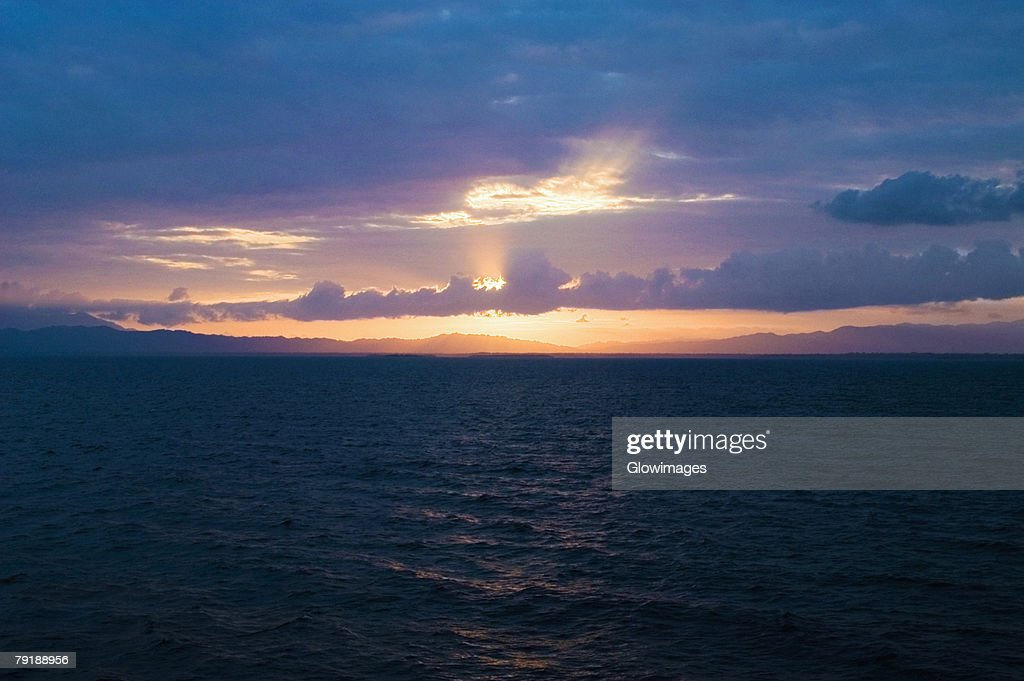 Sunset over the sea, Milne Bay, Papua New Guinea : Foto de stock