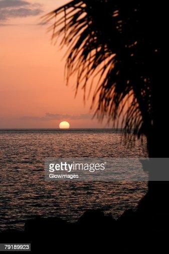 Sunset over the sea, Pakini Nui Wind Project, South Point, Big Island, Hawaii Islands, USA : Foto de stock