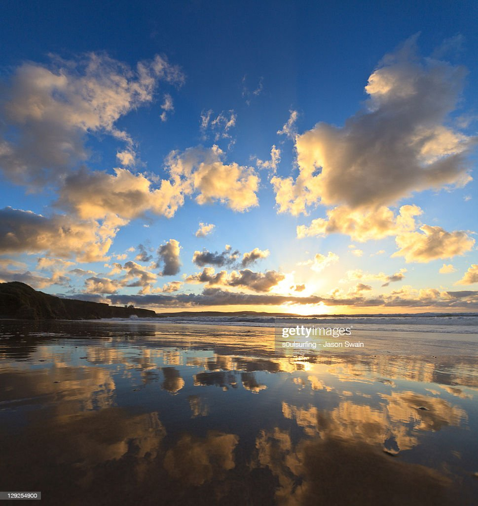 Sunset over water reflected : Stock Photo