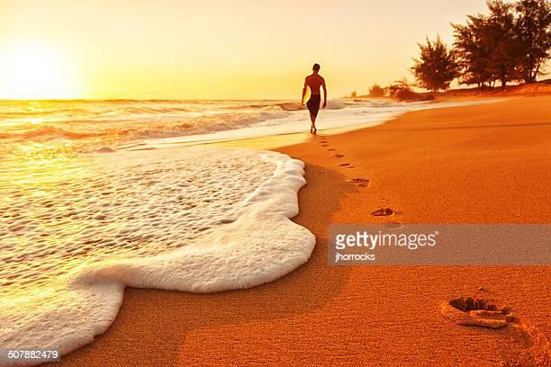 Surfer bei Sonnenuntergang