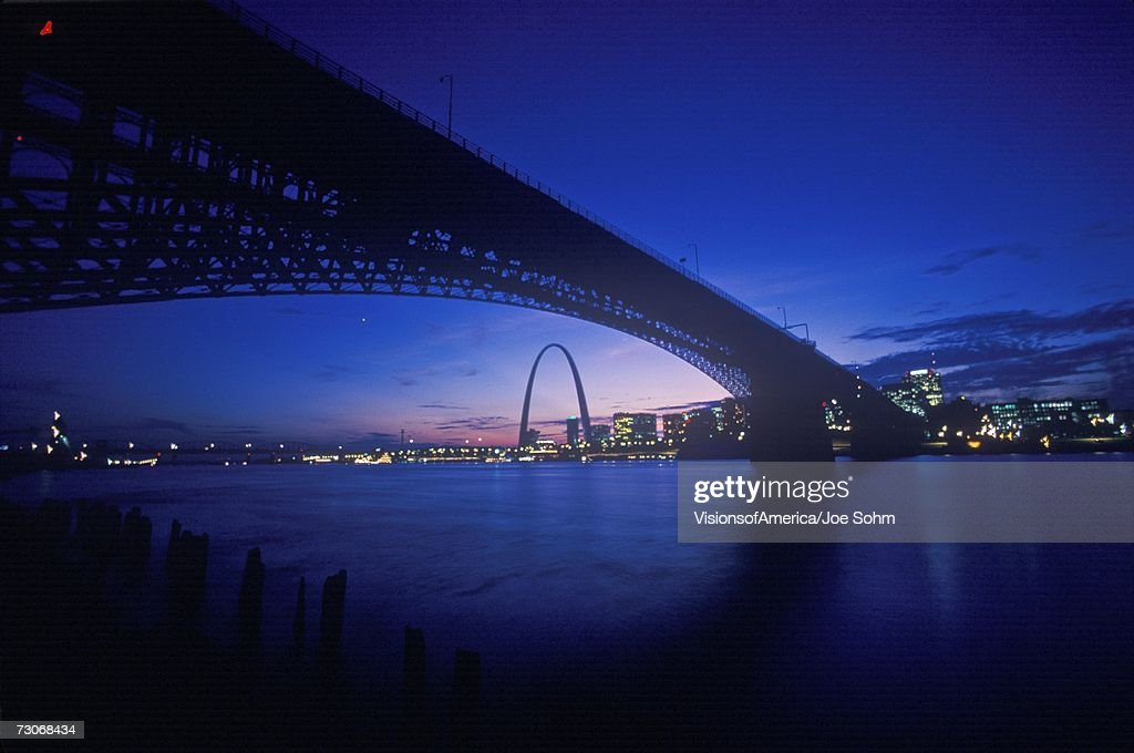 'Sunset view of St. Louis, Mo skyline and Eads Bridge'