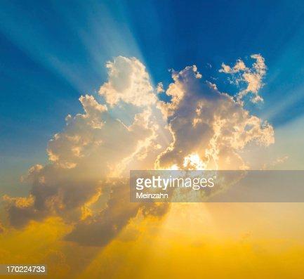 Sunset with sun rays : Stock Photo