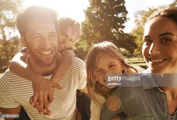 Sonnenschein und Lächeln im park