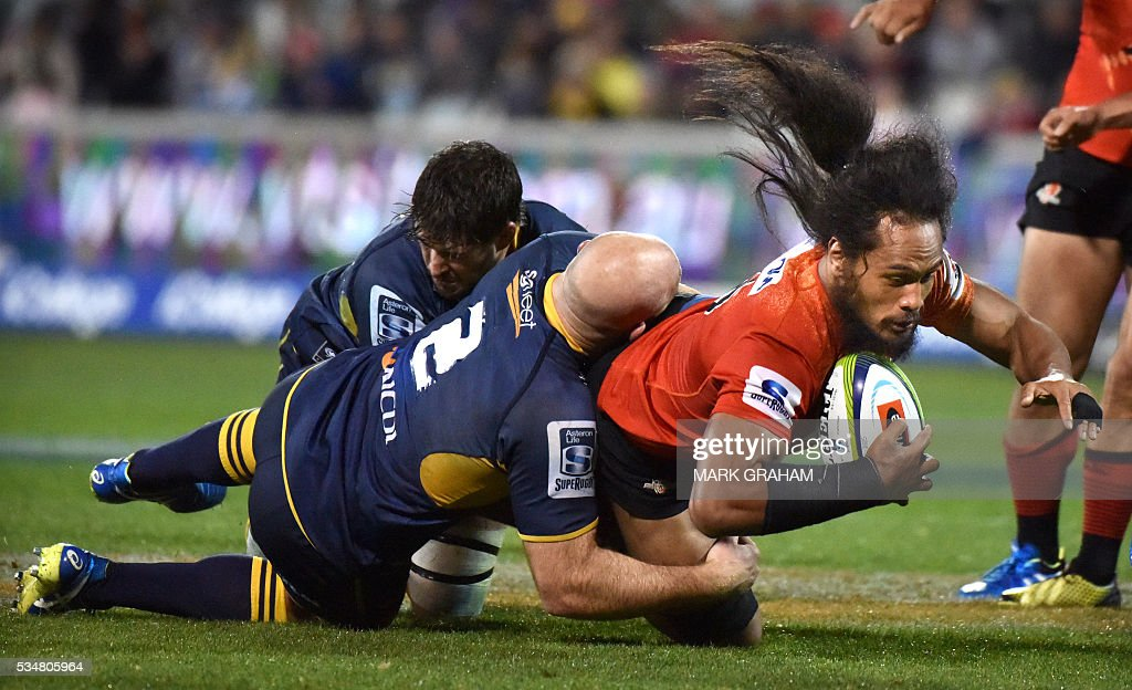 Sunwolves' Yuki Yatomi (R) is tackled by ACT Brumbies' Stephen Moore (L) during the Super Rugby match between Australia's ACT Brumbies and Japan's Sunwolves in Canberra on May 28, 2016. / AFP / MARK