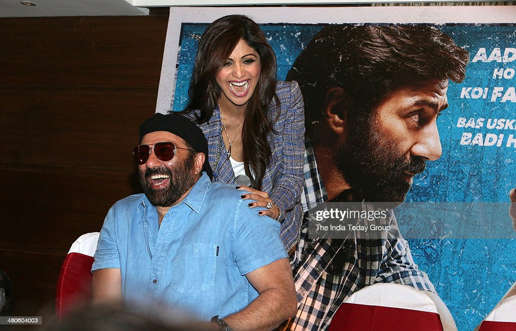 Suny Deol and Shilpa Shetty during the press conference held for the movie Dishkiyaaoon in Mumbai.
