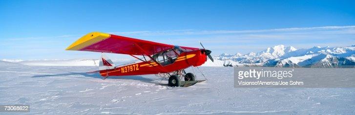 'Super Cub Piper bush airplane, Wrangell-St. Elias National Park, Alaska' : Stock Photo