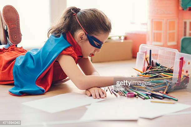 Super Héros petite fille à colorier et dessiner.