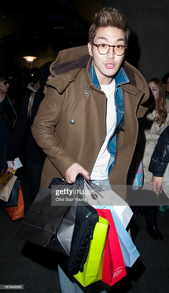 <a gi-track='captionPersonalityLinkClicked' href=/galleries/search?phrase=Super+Junior&family=editorial&specificpeople=561135 ng-click='$event.stopPropagation()'>Super Junior</a> is seen at Incheon International Airport on February 18, 2013 in Incheon, South Korea.